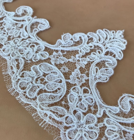 White bridal lace trim. Photo 1