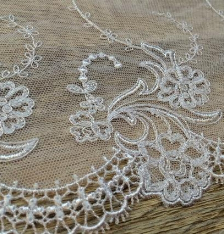 White lace trim. Photo 2