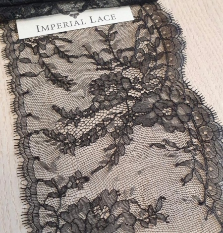Black chantilly lace trimming. Photo 1