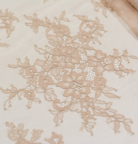 Beige chantilly lace fabric. Photo 4