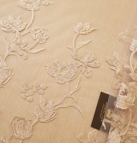 Beige 100% polyester floral pattern embroidery sequins on tulle lace fabric. Photo 1