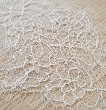 Off white chantilly cotton lace trimming by Jean Bracq. Photo 5