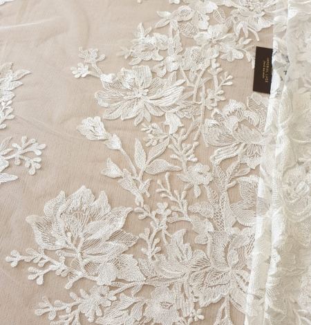 Ivory 100% polyester floral pattern embroidery lace fabric. Photo 1