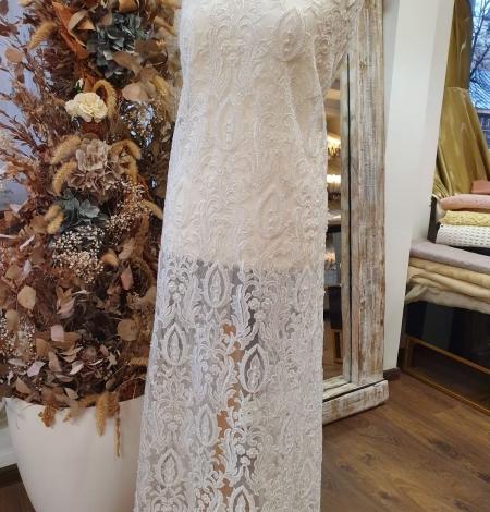 Ivory beaded lace fabric. Photo 9