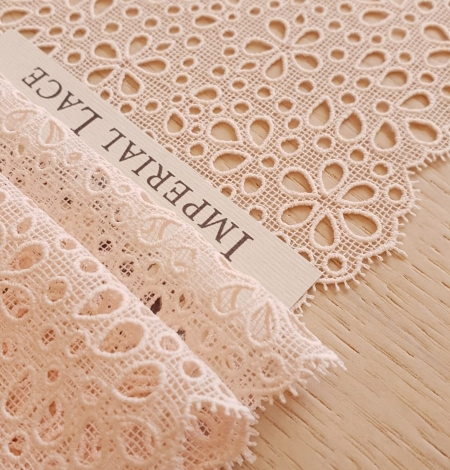 Salmon pink guipre lace trimming. Photo 2