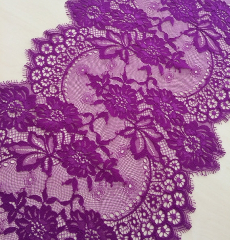 Lilac lace trim. Photo 1