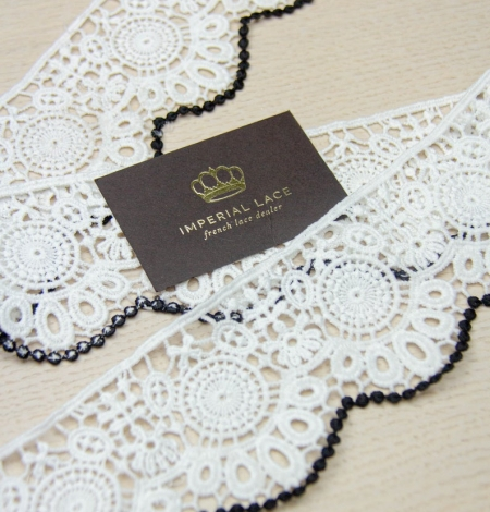 Ivory with black edge floral pattern macrame lace trim. Photo 4