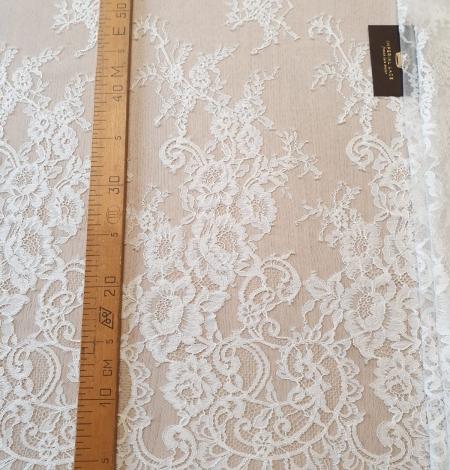 Ivory chantilly lace fabric. Photo 5