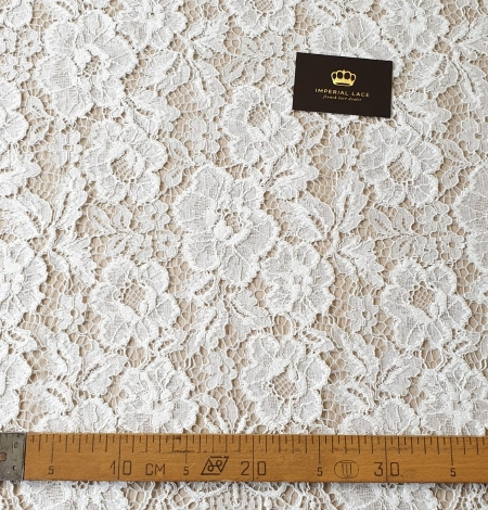 Ivory floral pattern guipure lace fabric. Photo 10