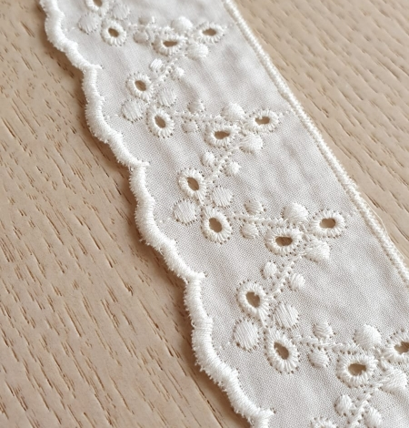 Ivory macrame lace trimming. Photo 2
