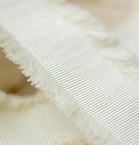Ecru color grosgrain ribbon with fringed edges. Photo 2
