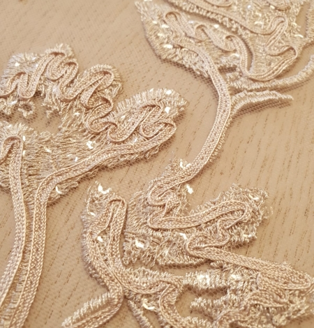 Beige 100% polyester floral pattern embroidery sequins on tulle lace fabric. Photo 4