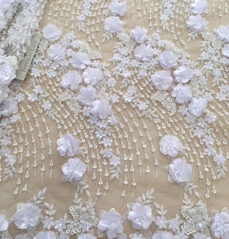 White 3D floral pattern embroidery on tulle fabric. Photo 1