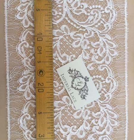 Off-white lace trim. Photo 3