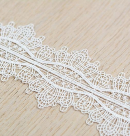 Off white figurative pattern macrame lace trimming. Photo 4
