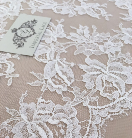 White lace trim. Photo 1
