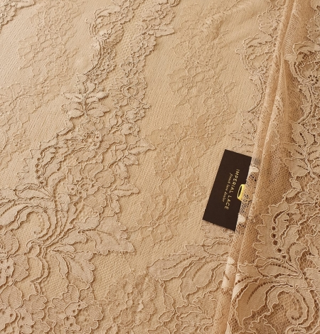 Light brown guipure with chantilly lace fabric. Photo 1