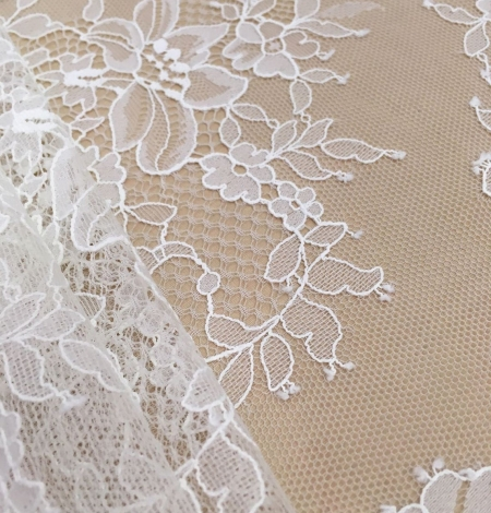 Off white chantilly floral lace fabric. Photo 7