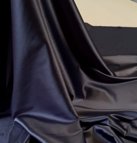 Dark grey satin fabric with elastane. Photo 4