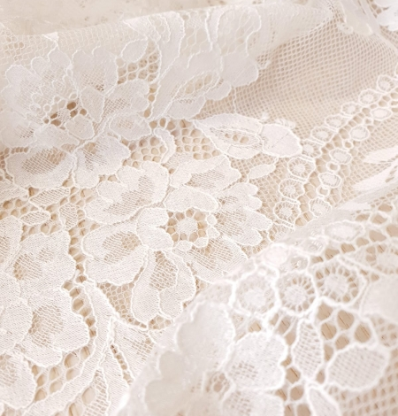 Ivory chantilly lace fabric. Photo 3