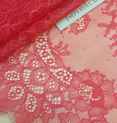 Red lace trim. Photo 1