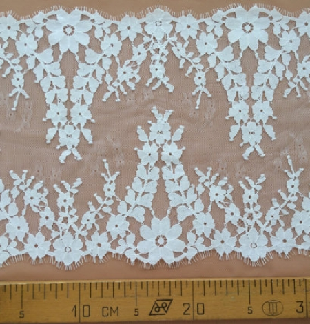 Light grey lace trim. Photo 4