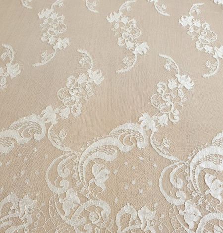 Ivory natural chantilly lace fabric. Photo 6