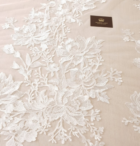 Ivory 100% polyester floral pattern embroidery lace fabric. Photo 2