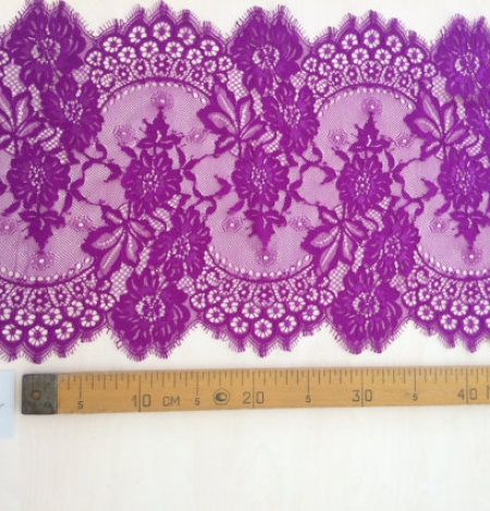 Lilac lace trim. Photo 4