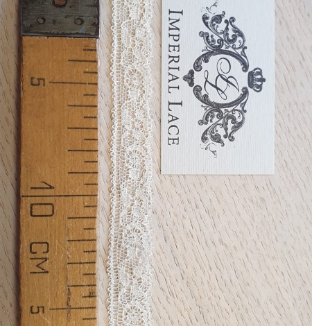 Ecru chantilly elastic lace trimming. Photo 5