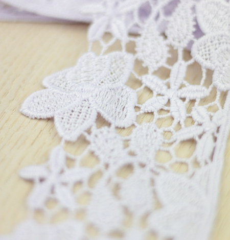 Light lilac floral pattern macrame lace trimming . Photo 1