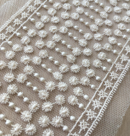 Ivory lace trimming. Photo 4