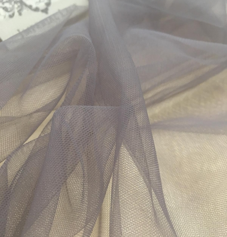 Soft grey tulle fabric with lilac shade. Photo 8