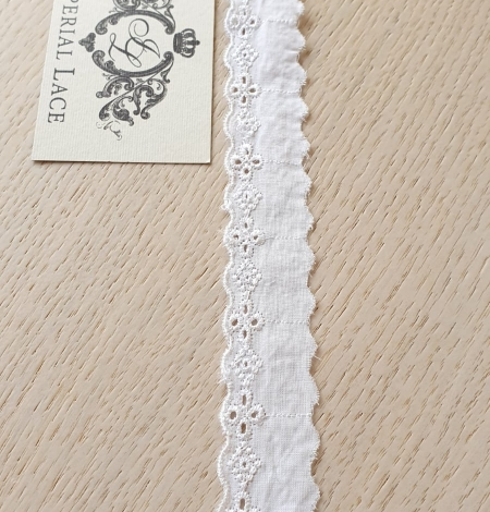 Off White guipure lace fabric. Photo 4