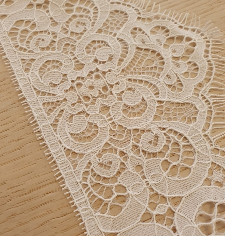 Snow white guipure lace trimming. Photo 3