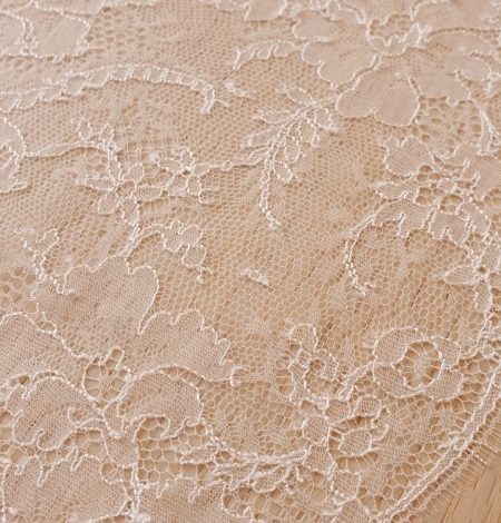 Ivory viscose chantilly lace trimming. Photo 4