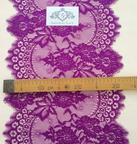 Lilac lace trim. Photo 5