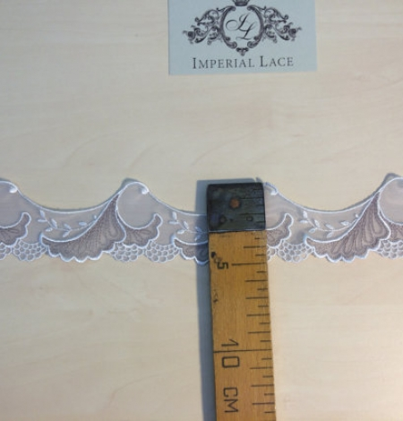 Grey lace trim. Photo 3