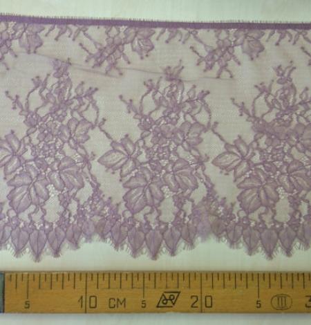 Light lilac lace trim. Photo 4
