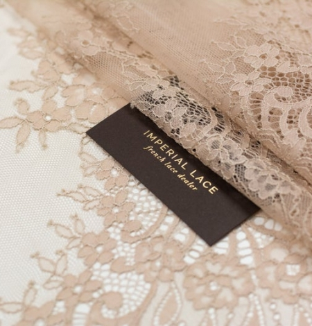 Beige chantilly lace fabric. Photo 2