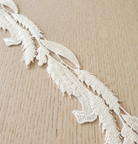Ivory thick macrame organic floral pattern lace trimming. Photo 5