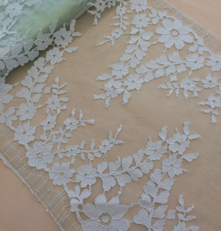 Green Lace trim. Photo 2