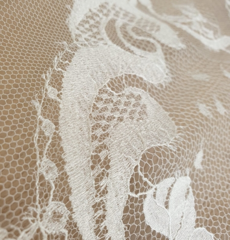 Ivory natural chantilly lace fabric. Photo 5