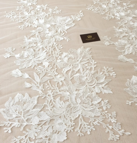 Ivory 100% polyester floral pattern embroidery lace fabric. Photo 6