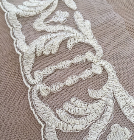 Ivory Lace Trim. Photo 1