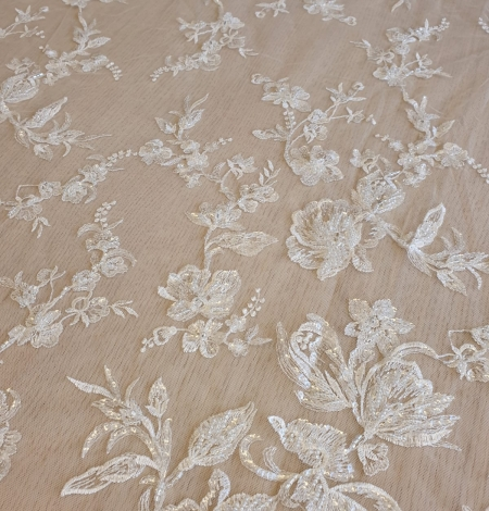 Ivory beaded floral lace fabric. Photo 4