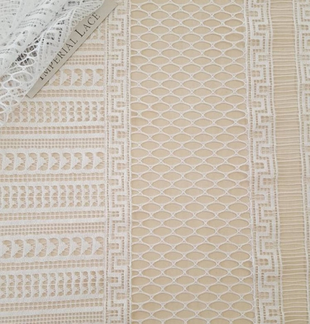 Off-white lace fabric. Photo 1