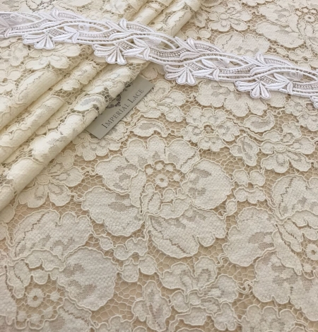 Ivory lace fabric. Photo 8