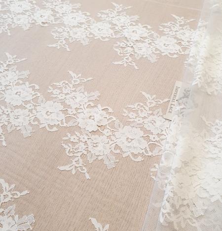 Ivory chantilly lace fabric. Photo 1