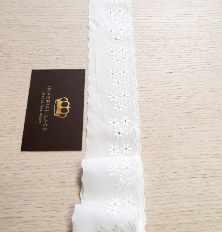 Off white cotton lace trimming. Photo 3